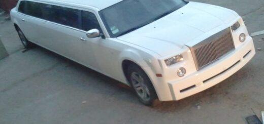 Chrysler 300c пределан в лимузин, бампер replica Rolls-Royse Phantom,установка ламбо петель,открытие дверей наоборот.