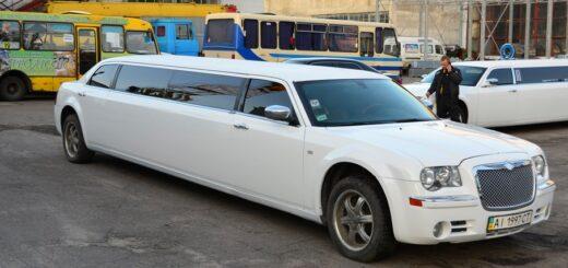 Chrysler 300c удлинен на 3 метра лимузин,изготовлен салон в лимузине.