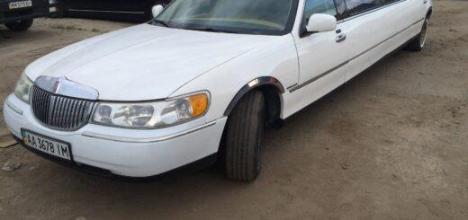 Линкольн Таун Кар переделать в Бентли лимузин,замена стекол в лимузине,перетянуть крышу в лимузине,изготовления салона в лимузине,сделать копию бентли.